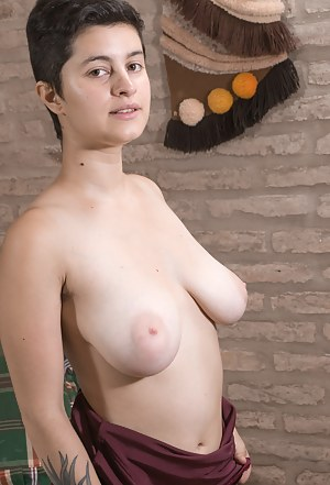 Big Tits Short Hair Porn Pictures